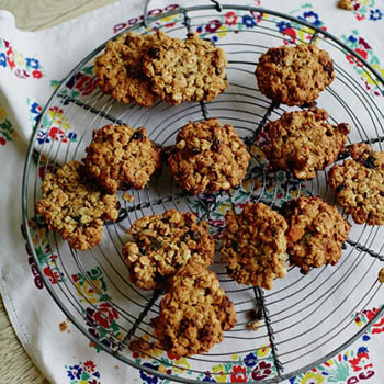 Jools' Easy Oaty Fruit Cookies - Jamie Oliver